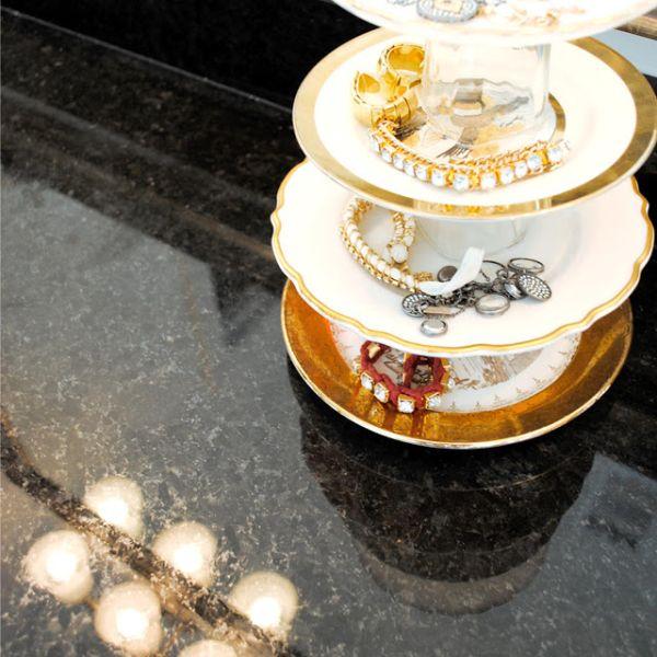 Органайзер для украшений из тарелок и стаканов
