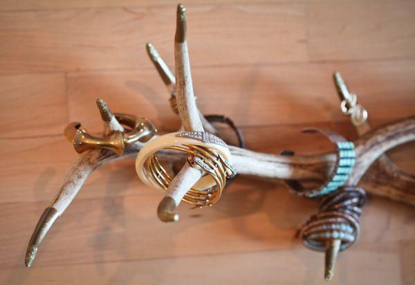 Органайзер для украшений из палки