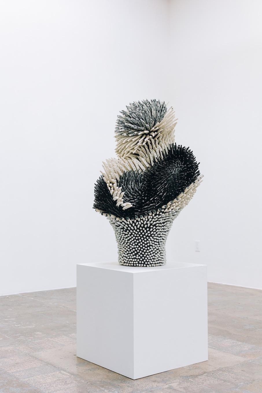 Органичные конструкции с острыми краями: скульптуры из фарфора от Земер Пелед
