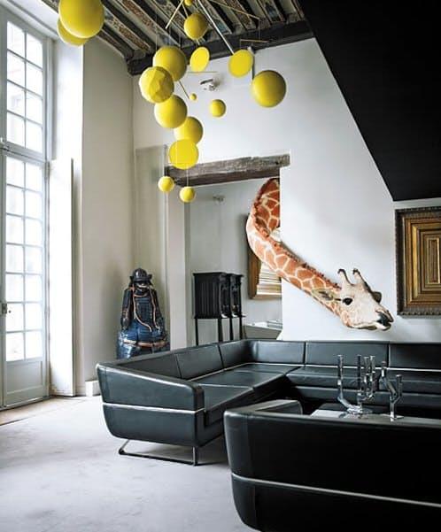 Оригинальный декор: жираф в интерьере